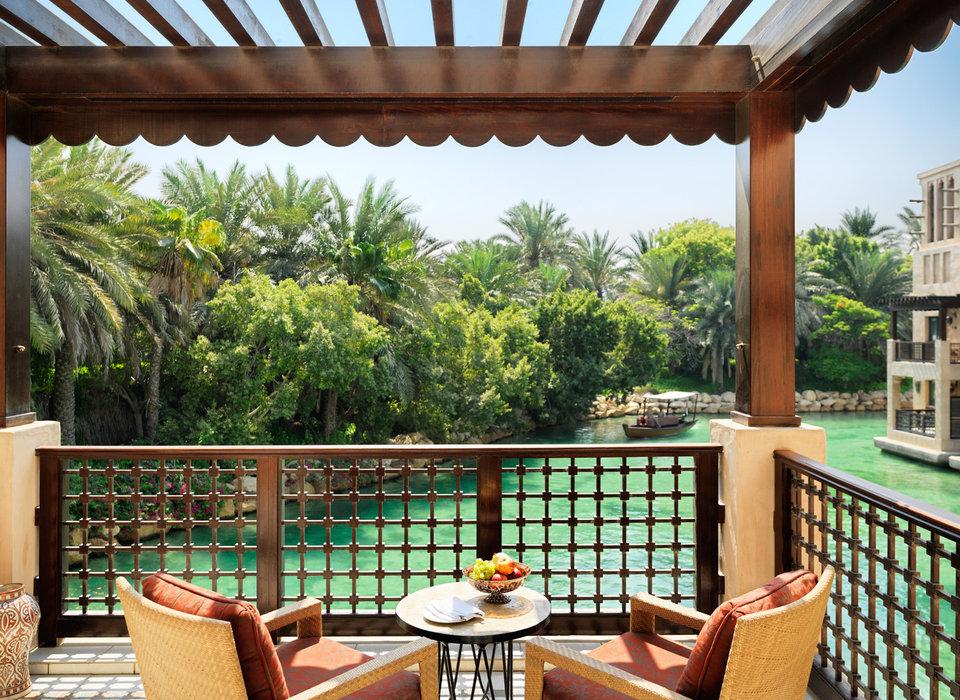 balcony-dubai-hotels-luxury-travel