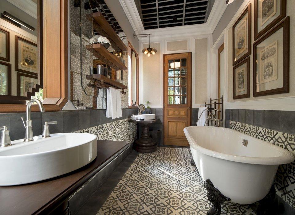 bath-belize-bhutan-hotels