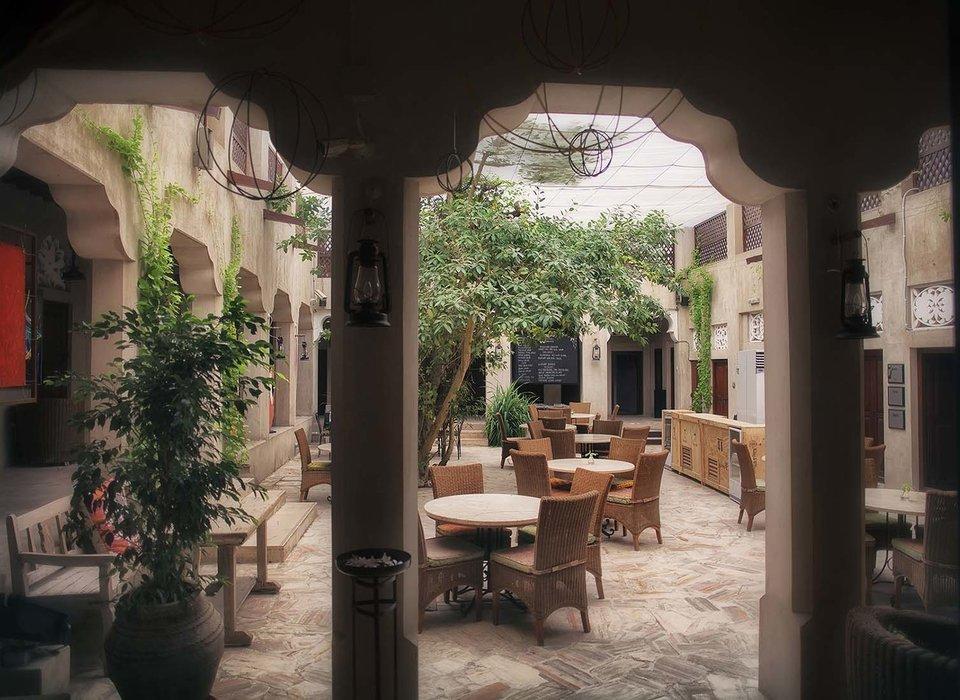 courtyard-dubai-hotels-luxury-travel