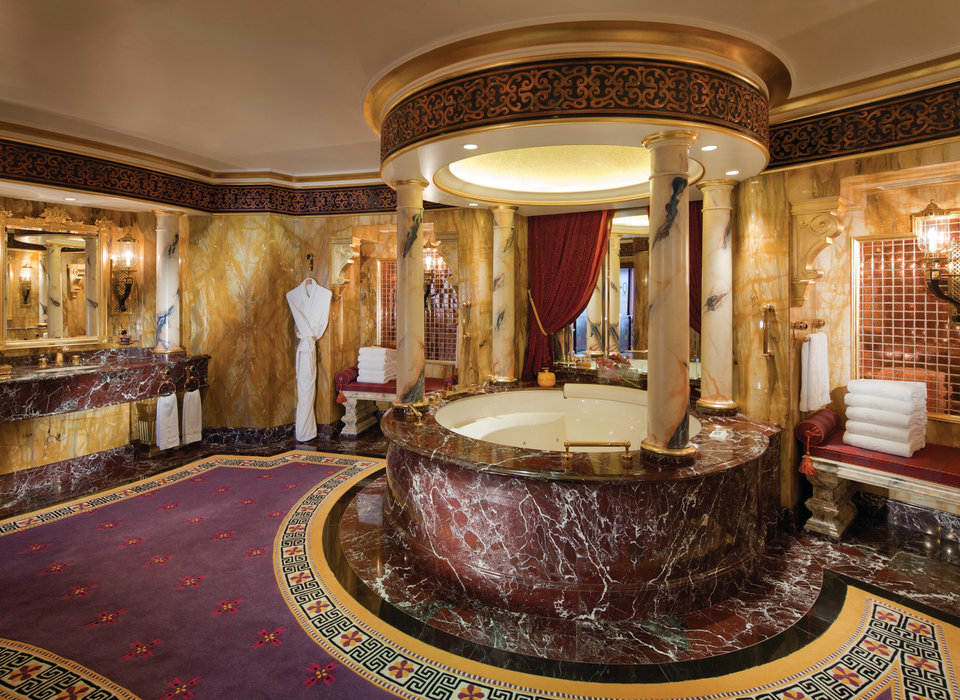 dubai-hotels-lobby-luxury-travel